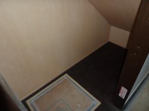 階段下収納1