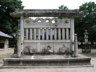 e0113570_22473179上ノ島神明神社は、ぇーザイ川島工場の北側に位置する。川島仲