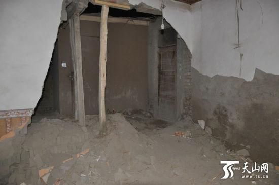 1392257061_1wiKFC新疆于田县7.3级地震致67间房屋垮塌 暂无人员伤亡