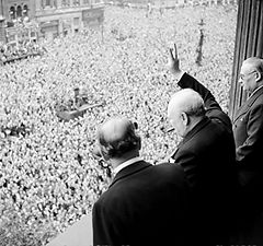 240px-Churchill_waves_to_crowds.jpg