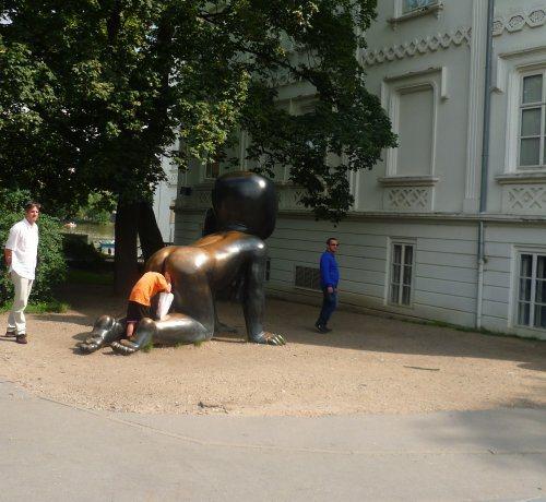 funny-statues-20.jpg