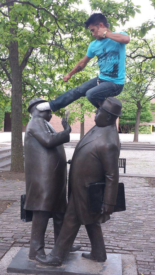 funny-statues-3.jpg