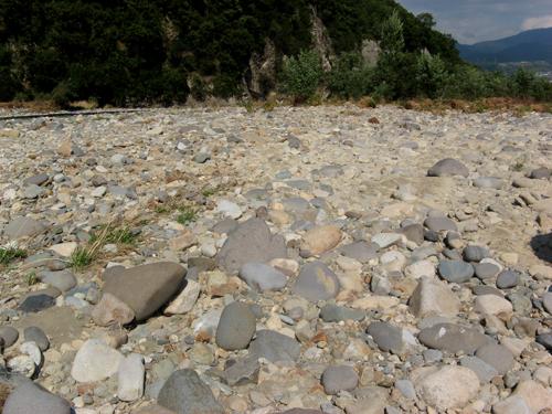 河原の石探し-1