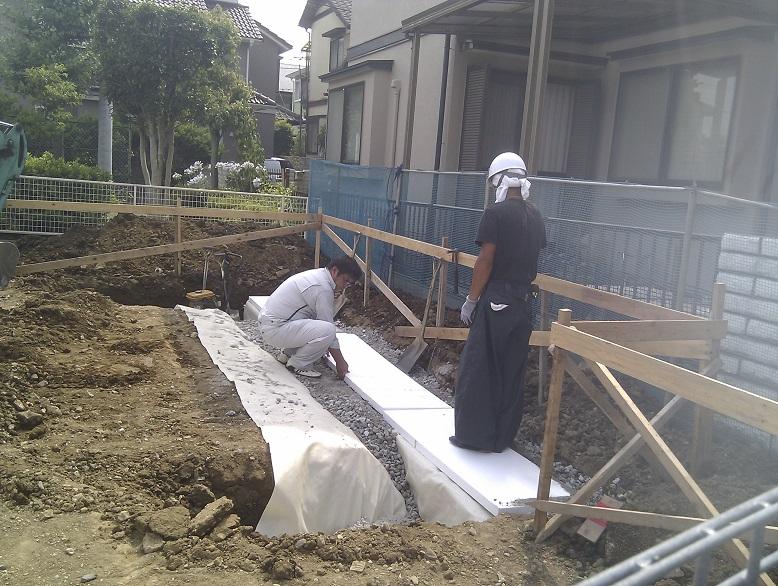 20130712SG工法見学会_ブロック脇に砕石