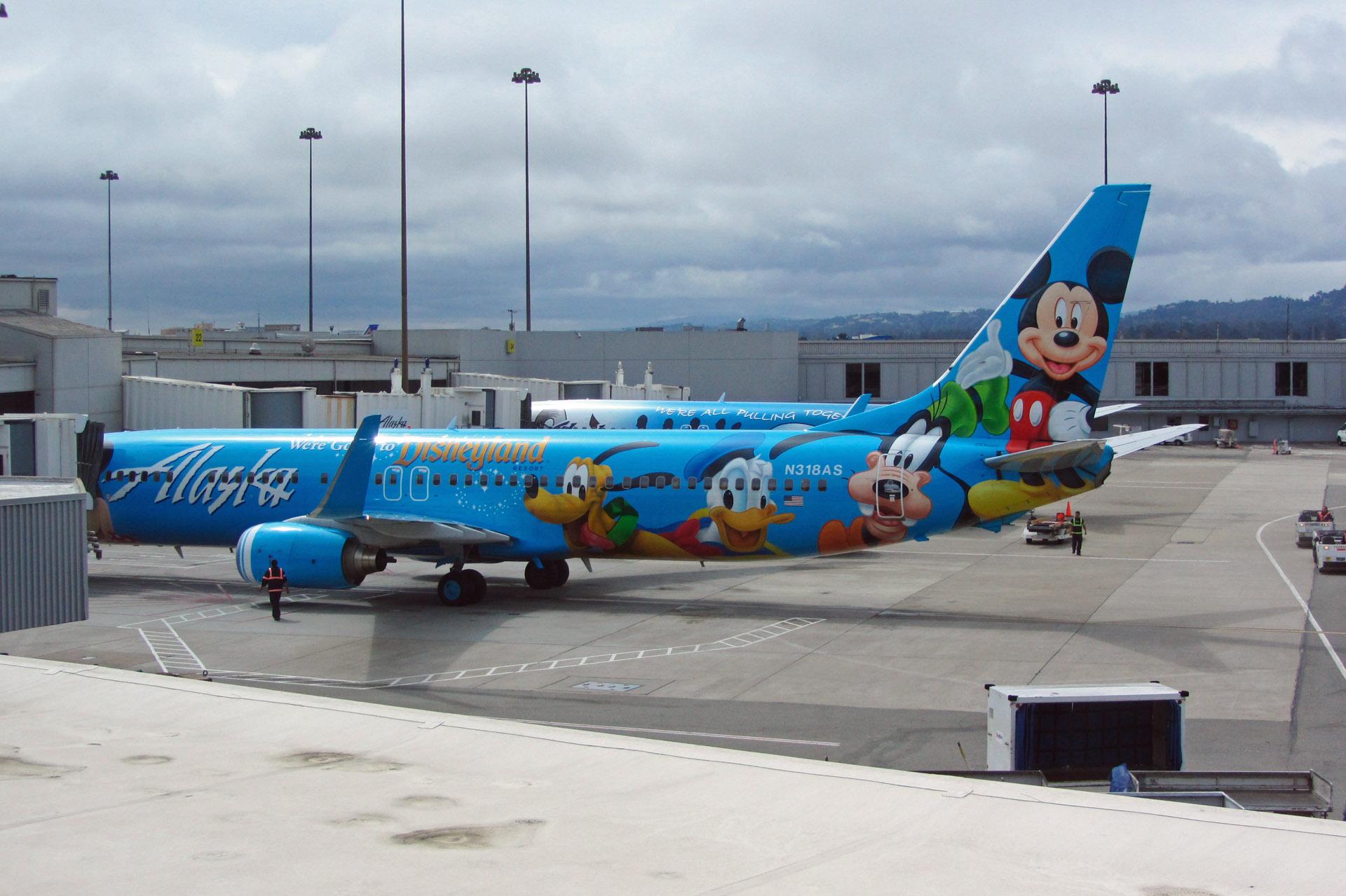 アラスカ航空のディズニー塗装機 - 夫婦で飛行機三昧