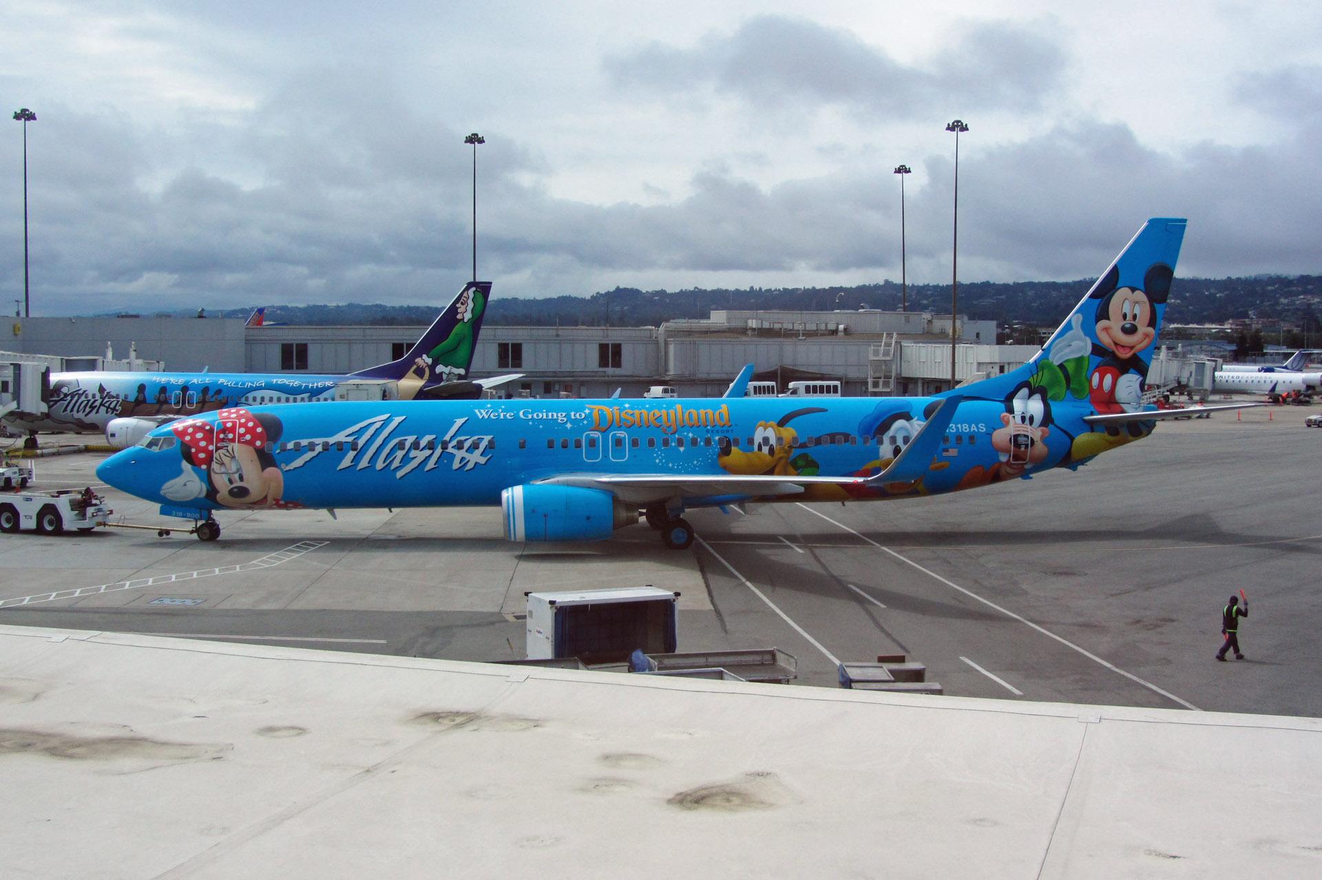 夫婦で飛行機三昧:アラスカ航空のディズニー塗装機