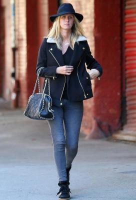 Nicky-Hilton-James-Jeans-Twiggy.jpg
