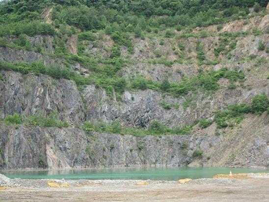 八戸是川鉱山の湖