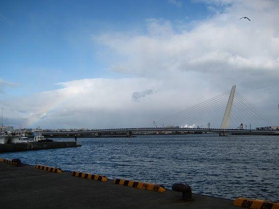 八戸館鼻漁港 虹