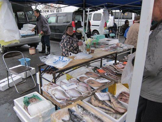 八戸朝市の鮮魚店さん