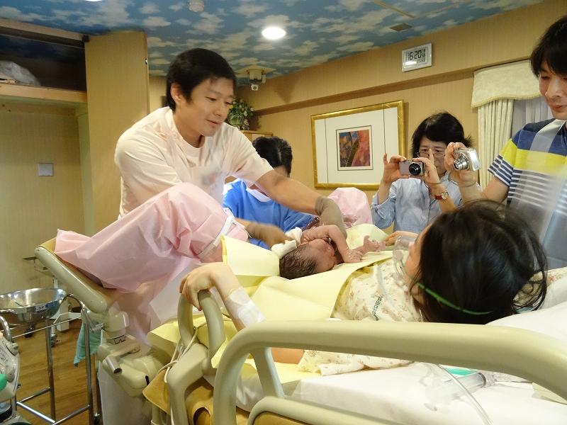 出生直後 お母さんのおなかの上に しばらく