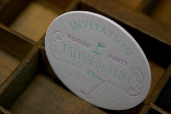 コースターに活版印刷した招待状