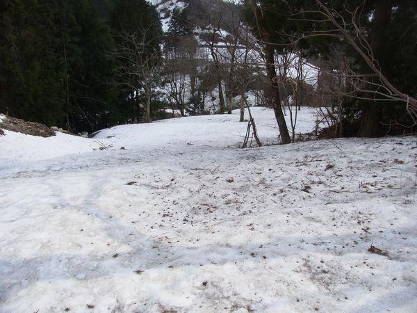 山はまだ残雪