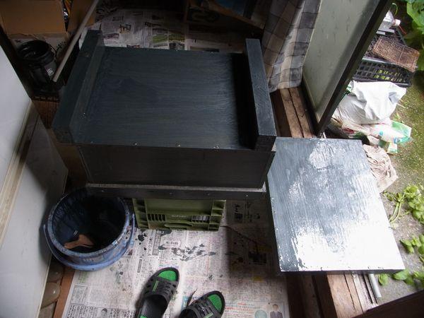 西洋10枚用自作巣箱ペンキ塗り