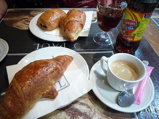 二日目カフェで朝飯