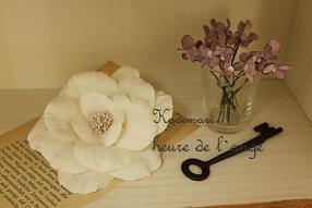 大輪の布花コサージュ