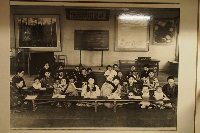 06旧開智小学校内展示写真