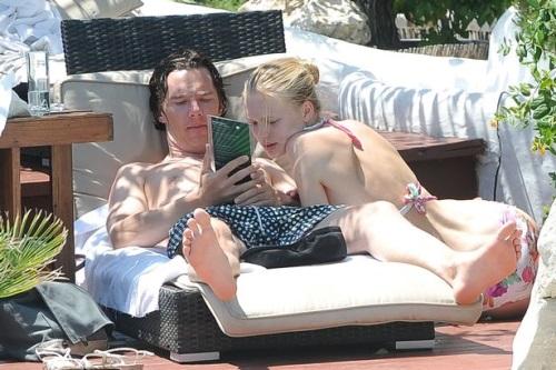 Benedict-Cumberbatch-with-Katia-Elizarova-in-Ibiza-01.jpg