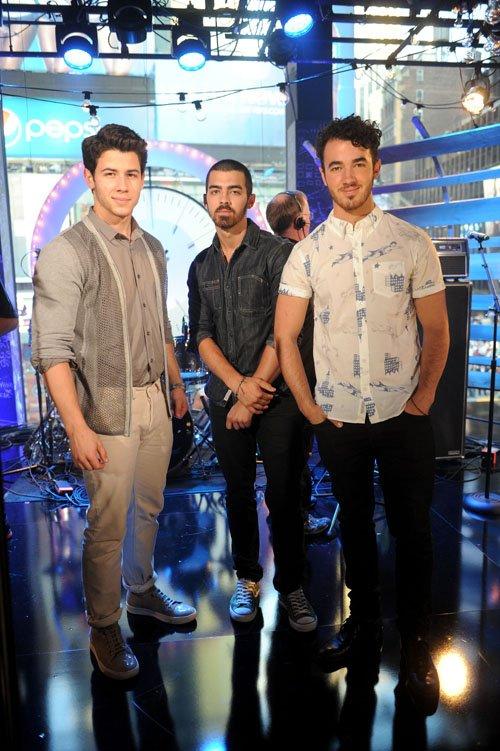 Jonas-Brothers-061913-1.jpg