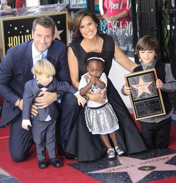 Mariska-Hargitay-in-Lanvin-Star-on-The-Hollywood-Walk-of-Fame-6.jpg