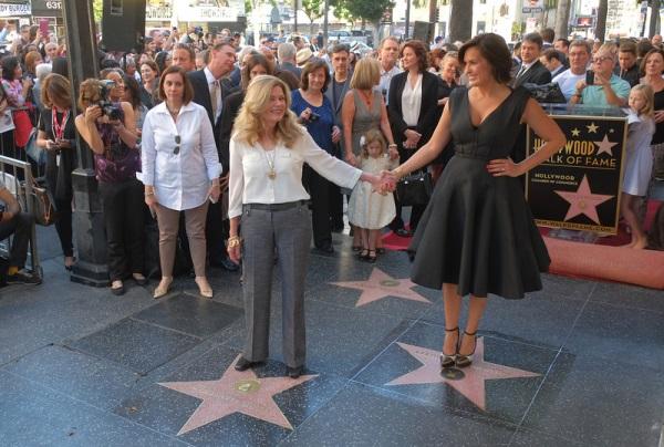 Mariska-Hargitay-in-Lanvin-Star-on-The-Hollywood-Walk-of-Fame-9.jpg