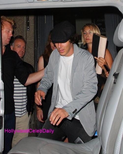 benedict-cumberbatch-mystery-gal-hold-hands-in-london-3-01.jpg