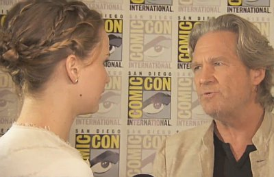 starstruck-jennifer-lawrence-crashes-jeff-bridges-interview.jpg