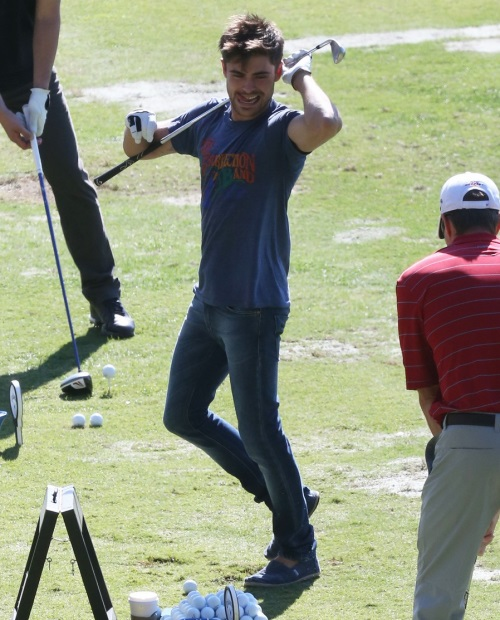 zac-efron-golfs-for-26th-birthday-celebration-03.jpg