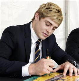 james_o_connor_signs_autographs_at_the_wallabies_f_4e71337203 (PSP)