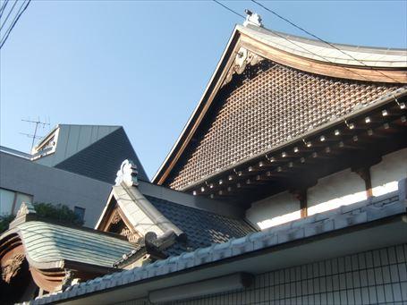千住 大黒湯の三段構えの屋根
