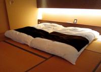 ベッドとマットレス和室