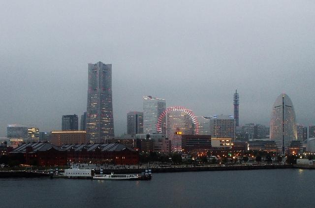 DSCF2512 (640x423)横浜港暮色
