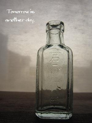 レトロな小瓶~君が代~ 甲 正面