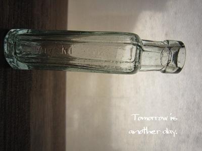 レトロな小瓶~君が代~ 甲 側面
