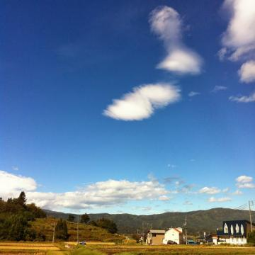 20131009CAAD10木島平中野下43km青空と雲