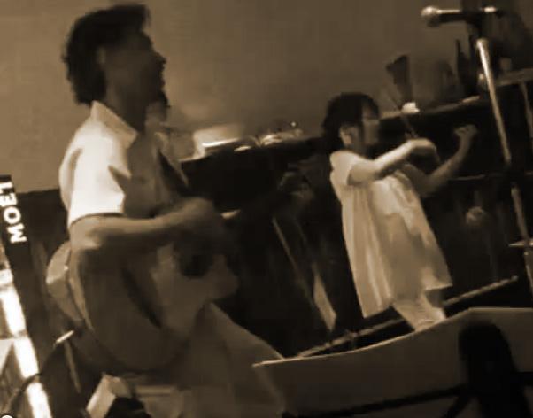 ギターデュオ『4-20』の花木&YUKI