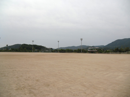 隣はゲートボール大会だよ。