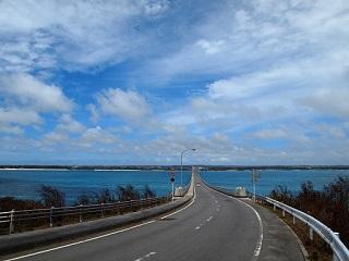 201307来間大橋来間島から