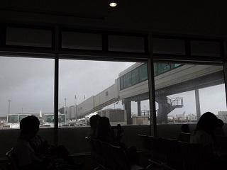 20130820那覇空港大雨