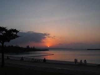 20130628宮古島夕日に光る海