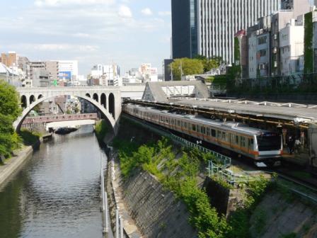御茶ノ水橋から E233系電車 & 東京メトロ02系電車