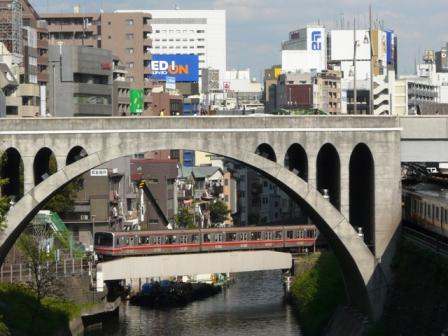 御茶ノ水橋から 東京メトロ02系電車