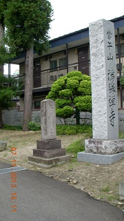 萬勝寺の門