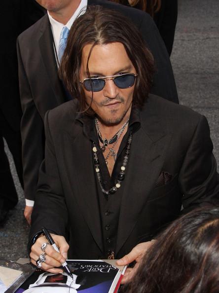 Johnny+Depp+Celebs+Dark+Shadows+Premiere+LA+WTJwvpCp5wul.jpg