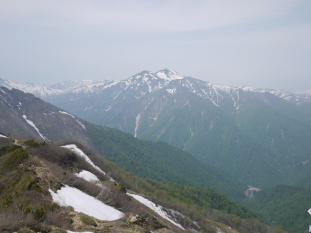 24P1120375朝日岳方面