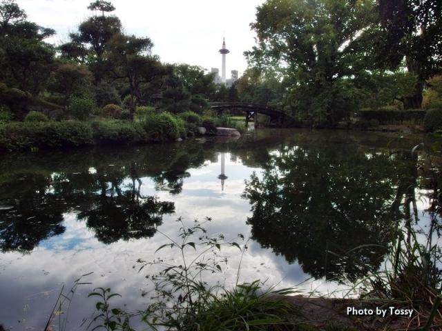 印月池と侵雪橋 京都タワー