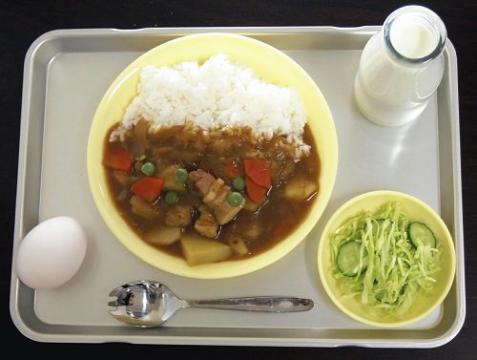 米飯給食が始まり、70年代にはカレーライスが登場
