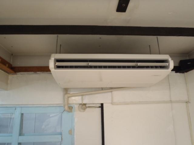 ビル2Fのエアコン取付け工事 神戸市中央区