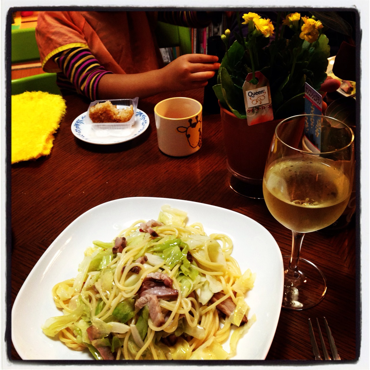 ペペロンチーノに白ワインのランチ♪