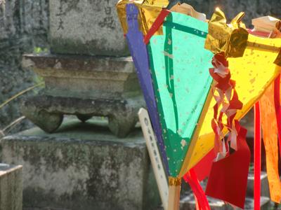 カラフルな盆灯籠